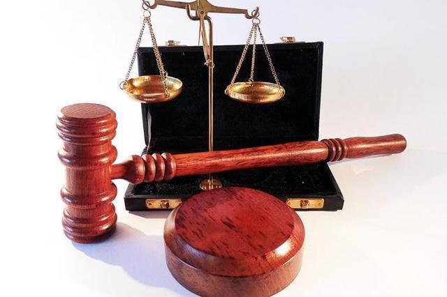 Договор подряда может содержать условие о том, что заказчик удерживает в течение гарантийного срока часть оплаты выполненных работ