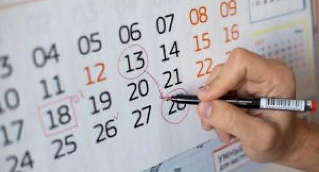Как переносятся выходные дни, совпавшие с праздничными днями